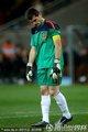 图文:荷兰0-1西班牙 卡西利亚斯低头冥想
