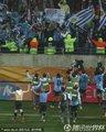 乌拉圭队员与球迷同庆