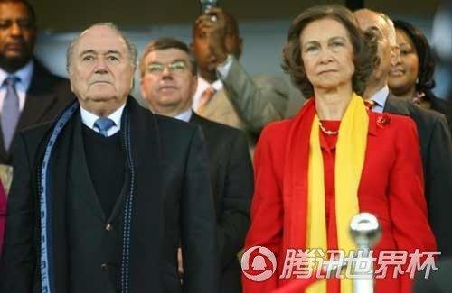 西班牙王后冷静庆祝胜利 国王驰援助威决战