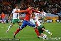 图文:西班牙1-0葡萄牙 托雷斯带球突破