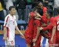 图文:葡萄牙7-0朝鲜 葡萄牙队员拥抱