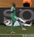 图文:希腊2-1尼日利亚 希腊队员痛苦倒地