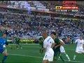 视频:阿尔及利亚获角球 争顶队员玩起对对碰