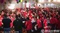 图文:韩国数万球迷冒雨观战(25)