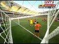 视频:巴西角球直吊禁区 卢西奥争顶偏出边线