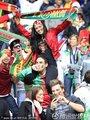 图文:葡萄牙7-0朝鲜 葡萄牙情侣球迷