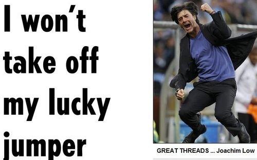 教练组求勒夫穿蓝色毛衣 对西班牙需幸运战袍