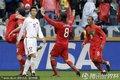 图文:葡萄牙7-0朝鲜 葡萄牙队员庆祝进球