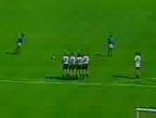 视频:历史经典任意球 伯纳德根吉尼直挂死角