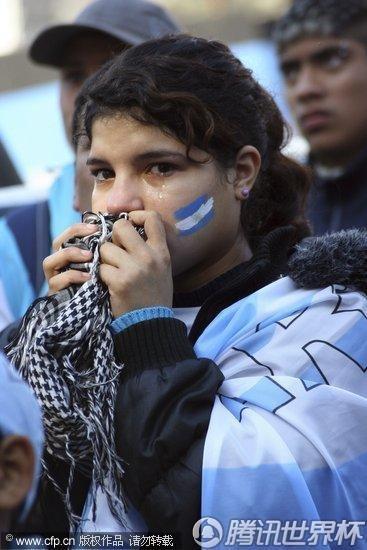 2010世界杯1/4决赛:阿根廷本土关注德阿大战 马家军惨败兔女郎伤心