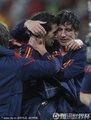 西班牙队庆祝胜利