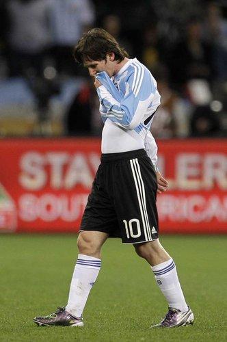 图文:阿根廷0-4德国 梅西泪别南非