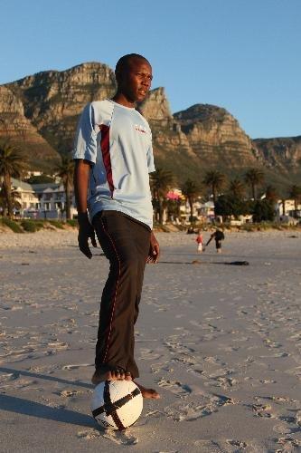 手记:足球少年梦想赴中国 坦言在南非没希望