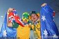 图文:加纳1-1澳大利亚 澳大利亚球迷身披国旗