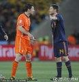 图文:荷兰0-1西班牙 阿隆索与范博梅尔交流
