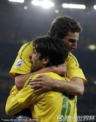 巴西一人下场比卡卡红牌揪心 如此奇兵谁能替