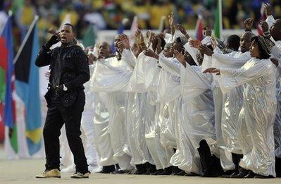 图文:南非世界杯开幕式 美国歌手深情演绎