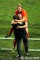 荷兰队员拥抱庆祝