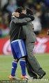 图文:阿根廷3-1墨西哥 马拉多纳拥抱队员