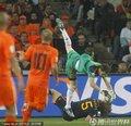 图文:荷兰0-1西班牙 卡西稳稳把球接住