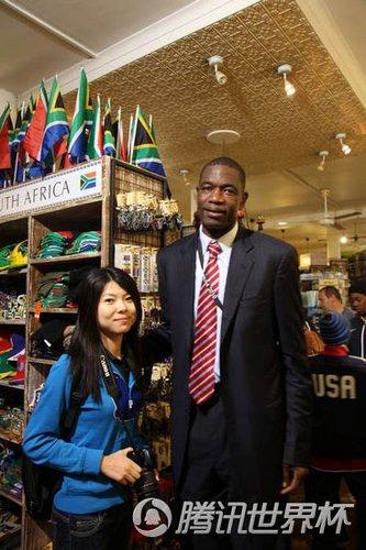 穆大叔携子南非观世界杯 称美国出局无碍心情