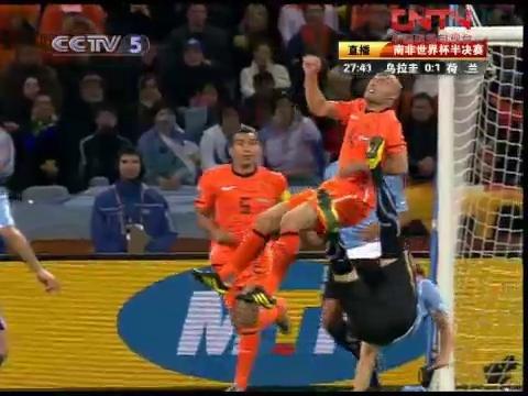 视频:惨烈!荷兰后腰遭乌拉圭铁卫倒勾爆头