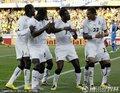 图文:加纳1-1澳大利亚 加纳队员热舞庆祝进球