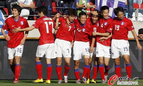 图文:韩国2-0希腊 韩国球员欢庆