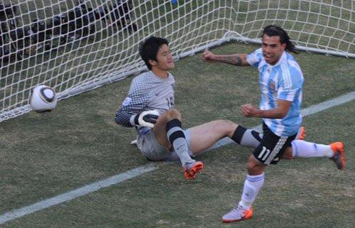 阿根廷野兽不进球也伟大 梅西背后站着一斗士