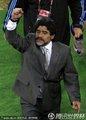 图文:阿根廷3-1墨西哥 马拉多纳高举手臂