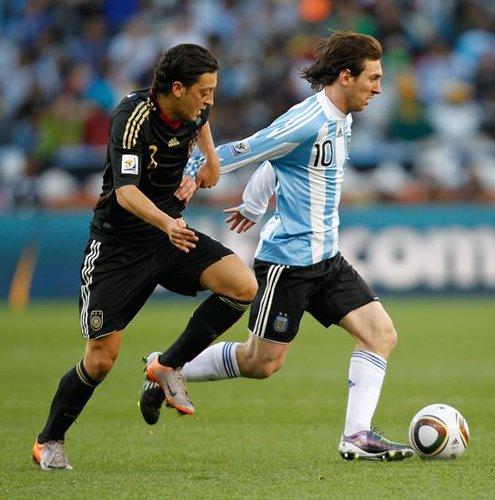 德国梅西缔造阿根廷惨败 踢完世界杯祭拜祖母