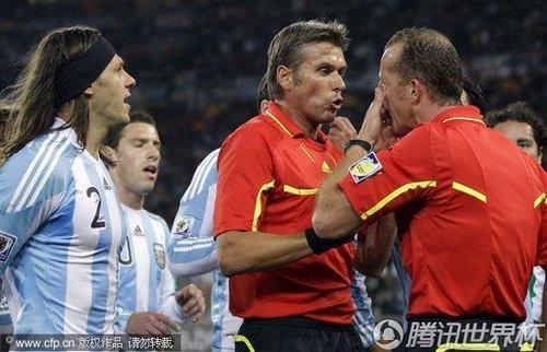 2010世界杯1/8决赛:阿根廷前锋特维斯越位位置头球破门引发争议