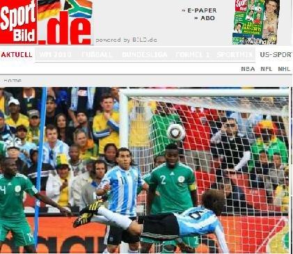 图片报:老将精彩头球助首胜 阿根廷拿到三分