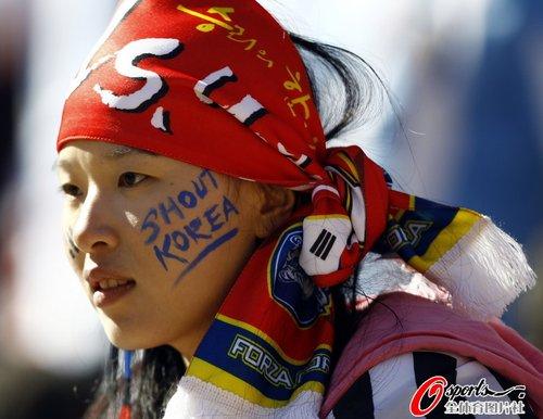 图文:世界杯女球迷的笑与泪(5)