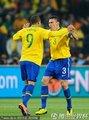 图文:巴西3-1科特迪瓦 法比亚诺卢西奥拥抱