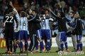 图文:阿根廷3-1墨西哥 阿根廷球员拥抱庆祝
