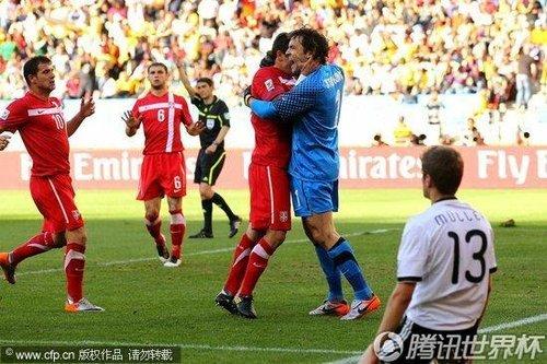 微博热议德国憾负塞尔维亚 红牌成比赛转折点
