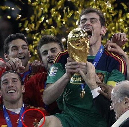 直击:西班牙早做准备 夺冠后亮出一星新球衣