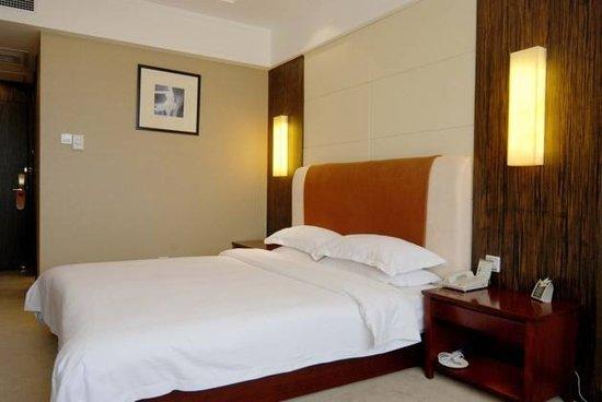 酒店为啥不愿换洗床单:一间房赚12元 一洗8元打水漂