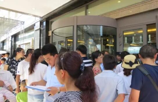 7月9日紫金城西湖御园盛大开盘,三小时内,劲销269套,再创紫金传奇。