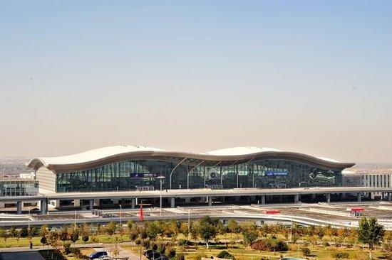 10月1日起乌鲁木齐国际机场15分钟内停车免费