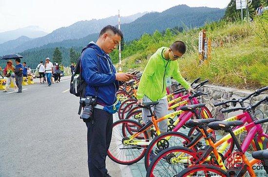 """共享单车""""登上""""新疆天池 游客景区骑得嗨"""