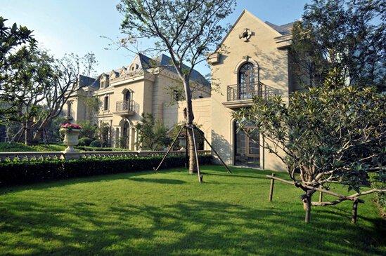 在建筑与园林设计上更聘请国际巨匠,联合打造法式建筑及法式皇家园林图片