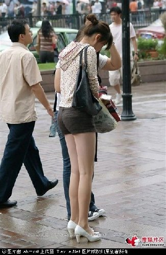 实拍街头美女超级美腿