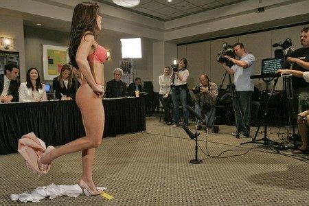 裸体美女主播大比拼组图