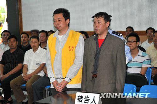 躲猫猫案两民警受审 自称体罚人犯为搞好管理