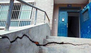 """西安有裂缝的楼也成了""""安全楼"""""""