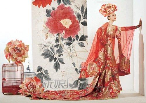 集合浪漫元素的中式婚纱