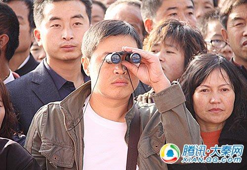 """为了观看农高会开幕式,农民大哥也使用了""""高科技武器"""""""