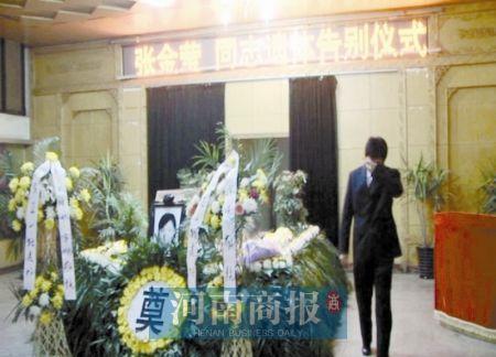 新郎与逝去新娘殡仪馆内完婚 蜜月照常进行